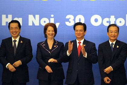 Thủ tướng Nhật Naoto Kan, Thủ tướng Australia Julia Gillard, Thủ tướng Việt Nam Nguyễn Tấn Dũng và Thủ tướng Trung Quốc Ôn Gia Bảo tại lễ khai mạc Hội nghị cấp cao Đông Á. Ảnh: AFP.