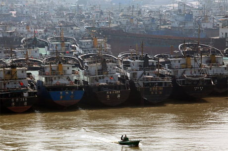Các tàu cá Trung Quốc tại một cảng thuộc tỉnh Hải Nam. Ảnh: AP.