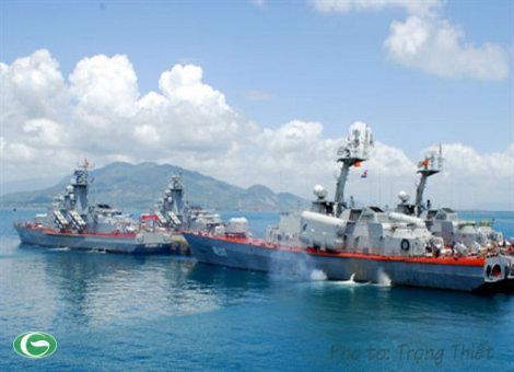 Biên đội tàu Hải quân NDVN chuẩn bị huấn luyện trên biển.
