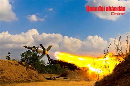 Đạn tên lửa tổ hợp phòng không tầm trung S-125-2TM thực hành bắn đạn thật trong đợt diễn tập tại trường bắn TB1 cuối năm 2011.