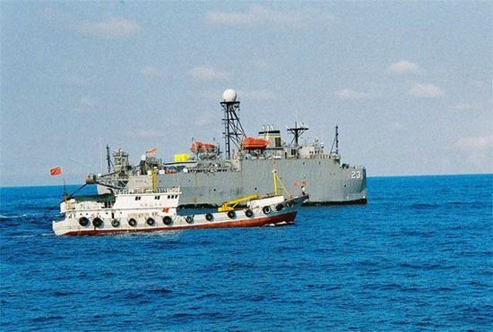 Năm 2009, tàu khảo sát USNS Impeccable của Hải quân Mỹ bị tàu thuyền Trung Quốc bao vây trên biển Đông.