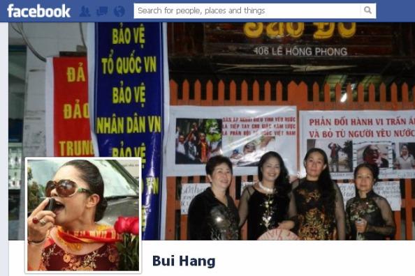 """Bà Bùi Thị Minh Hằng lập """"đàn tế lễ"""" để thể hiện lòng yêu nước hay mong muốn bán nước? (trong ảnh là """"đàn tế lễ"""" do bà Hằng lập ngày 5/8 tại nhà riêng - hình ảnh chụp từ Facebook của nhân vật)."""