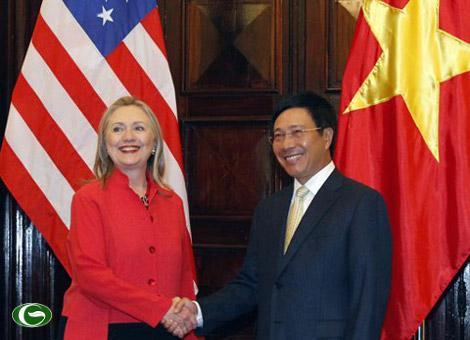 Việt Nam khôn ngoan khi cân bằng với Mỹ và Trung Quốc