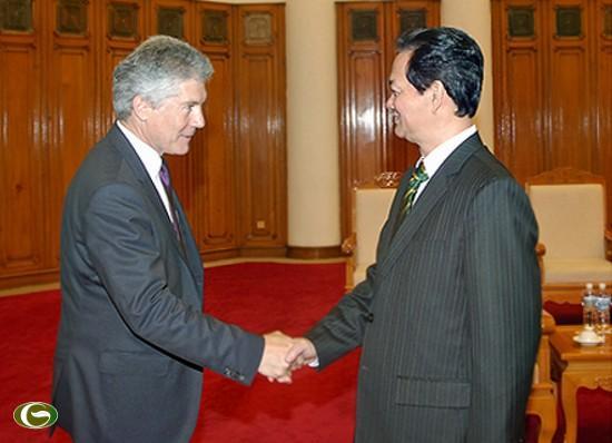 Thủ tướng Nguyễn Tấn Dũng hoan nghênh Bộ trưởng Stephen Smith sang thăm và làm việc tại Việt Nam