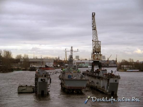 Tàu Svetlyak neo đậu ở dock tàu để tiến hành lắp ráp các hệ thống vũ khí, trang bị...