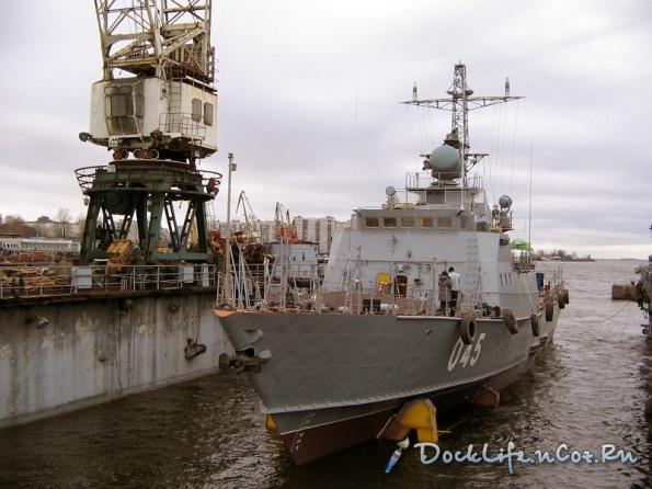 Tàu Svetlyak có trọng tải là 364 tấn, chiều dài 49,5 m, chiều rộng là 9,2 m, mớn nước 2,4 m