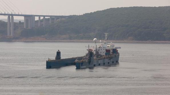 Hai tàu pháo thuộc Project 10412 Svetlyak cuối cùng được Nga đóng được đưa lên dock tàu vận tải Eide Transporter và bắt đầu chuyến hành trình dài trên biển, từ cảng Vladivostok về Việt Nam.