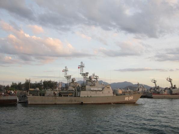 Tàu Svetlyak neo đậu tại cảng của Hải quân Việt Nam