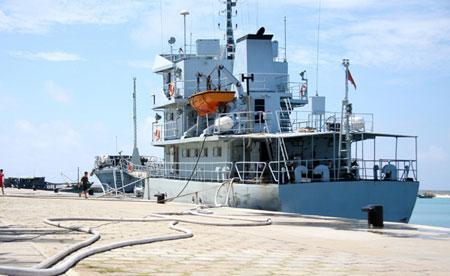 Tàu chiến Trung Quốc neo đậu tại đảo Phú Lâm thuộc quần đảo Hoàng Sa của Việt Nam - Ảnh: Nipic.com