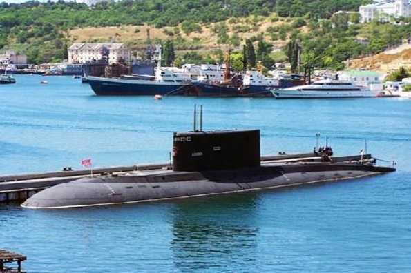 Cùng với dòng chiến cơ Su hiện đại, tầu ngầm lớp Kilo đang trở thành 2 quả đấm thép mà quân đội Việt Nam sẽ giành cho những kẻ dám xâm phạm chủ quyền quốc gia...