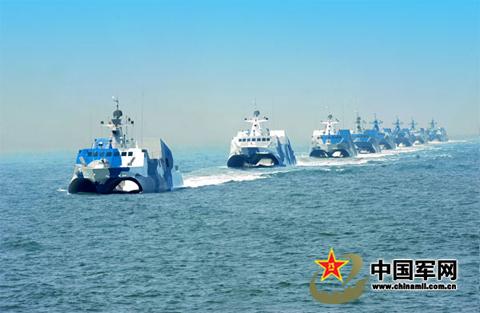 Đội tàu tên lửa cao tốc tàng hình của hải quân Trung Quốc, mới ra mắt năm ngoái. Mỗi tàu này trị giá tới 40 triệu USD, được trang bị tên lửa và khả năng tấn công chớp nhoáng. Ảnh: Chinamil.