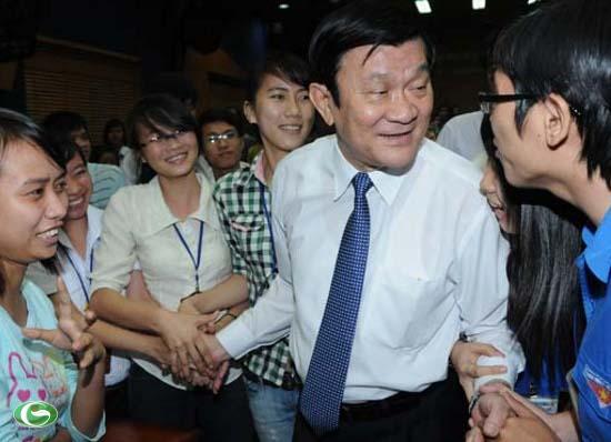 Chủ tịch nước Trương Tấn Sang với các sinh viên Trường ĐH Luật TP.HCM
