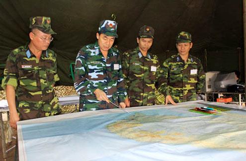 Chỉ huy Sư đoàn cùng cơ quan tham mưu xác định, xây dựng ý định chiến đấu.