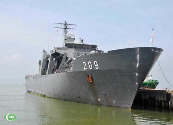 Chiến hạm RSS Persistence 209 của Hải quân Singapore cập cảng Tiên Sa (Đà Nẵng) sáng 21/9