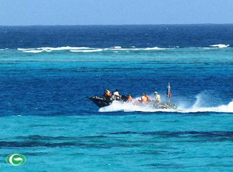 """Chiếc xuồng CQ - Phương tiện hiện đang được nhiều đơn vị bộ đội đóng quân trên các đảo thuộc biển Đông sử dụng được mệnh danh là """"Cá mập"""""""