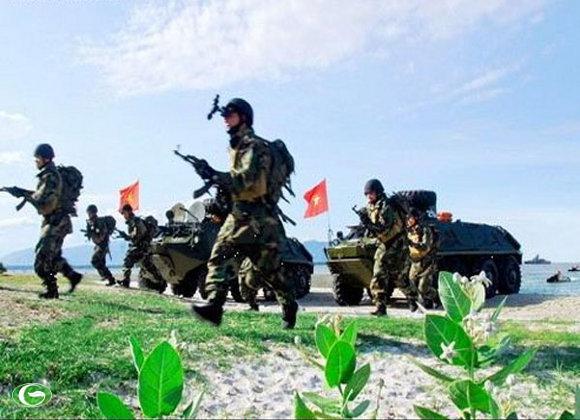 Lực lượng đặc công Anh hùng của quân đội Nhân dân Việt Nam đổ bộ lên bãi biển
