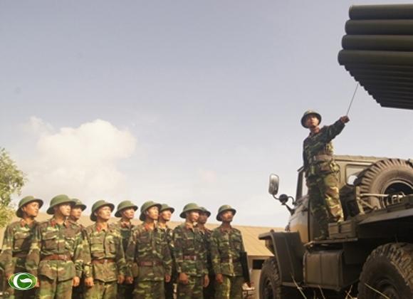 Giờ huấn luyện binh khí pháo BM21 tại Đại đội 7, Tiểu đoàn 3.