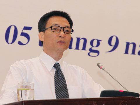 Bộ trưởng Vũ Đức Đam tại phiên họp. Ảnh: Nguyễn Hưng.