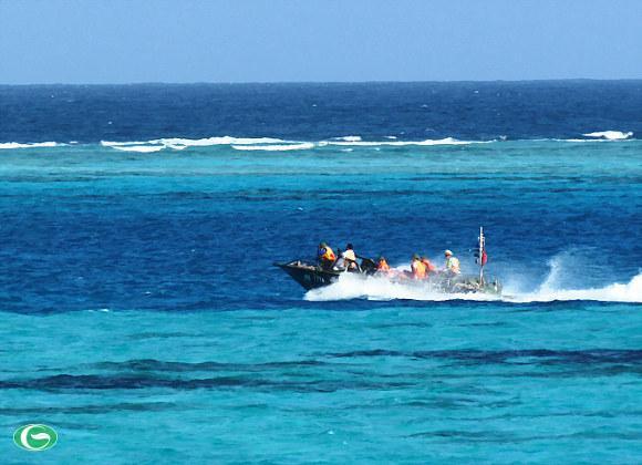 Xuồng CQ trên đảo Đá Lớn C