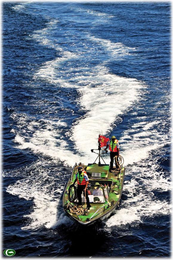 Rẽ sóng - Ảnh: Vũ Anh Tuấn