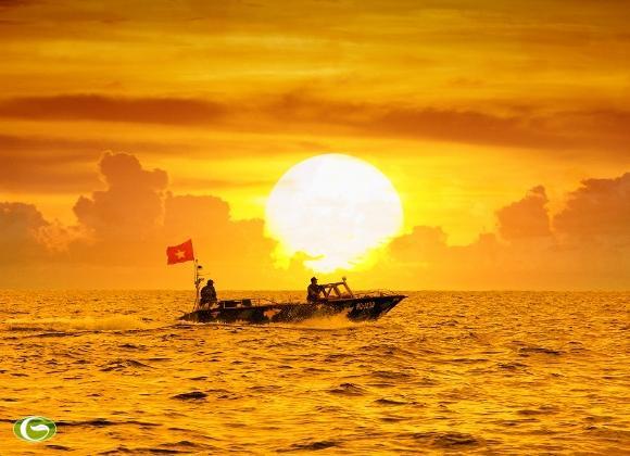 Xuồng CQ tuần tra giữ yên biển đảo (Ảnh: Hoàng Chí Hùng)