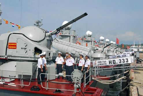 Hội đồng thi kiểm tra tàu Vùng 3 tham dự hội thi.