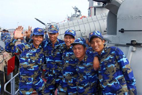 Niềm vui của thủy thủ tàu HQ-360, tàu đoạt giải Nhất tại hội thi.