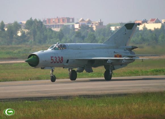Máy bay Mig-21 của Việt Nam chỉ trang bị có 2 quả tên lửa Atoll