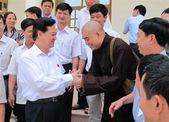 Thủ tướng Nguyễn Tấn Dũng trò chuyện với cử tri huyện Thủy Nguyên
