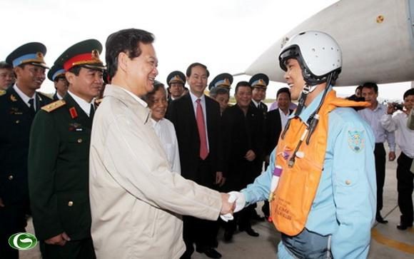 Ngày 1/2, Thủ tướng Nguyễn Tấn Dũng thăm chiến sĩ Trung đoàn 940, Sư đoàn 372