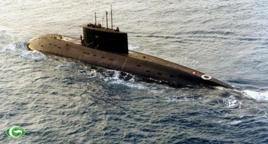 Việt Nam mua 6 tàu ngầm lớp Kilo. Đây là một trong những hợp đồng lớn nhất lịch sử xuất khẩu khí tài hải quân của Nga.