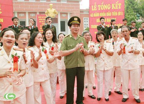 Bộ trưởng Bộ Công an Trần Đại Quang giao lưu cùng với các cựu học viên D1 và các tân sinh viên của Học viện An ninh Nhân dân.