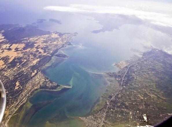 Toàn cảnh khu vực cảng Cam Ranh nhìn từ trên cao