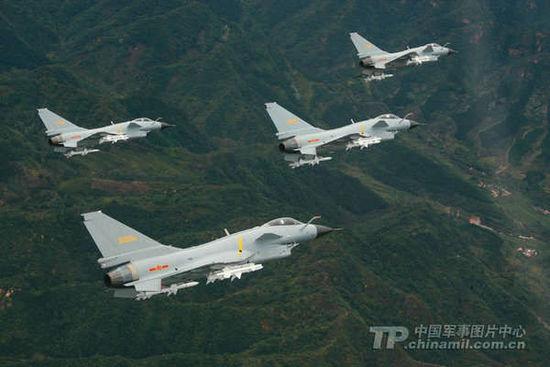 Biên đội máy bay J-10 sẽ là chủ lực trong chiến thuật tấn công từ trên không