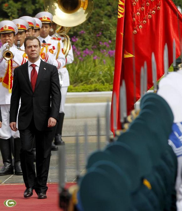 Thủ tướng Nga Dmitry Medvedev duyệt đội danh dự