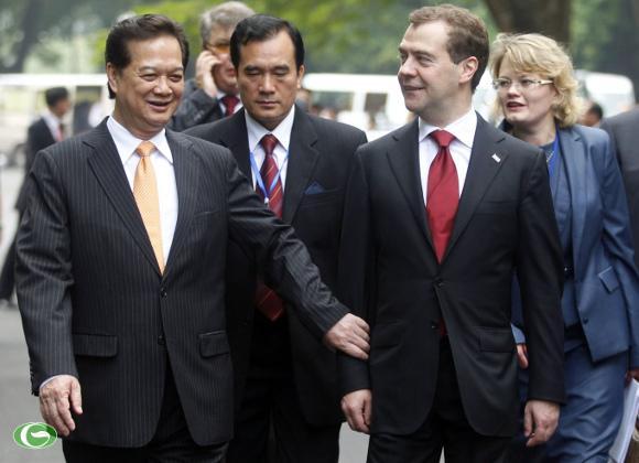 Thủ tướng Nguyễn Tấn Dũng đón Thủ tướng Nga Dmitry Medvedev