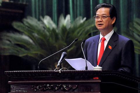 Suốt hai ngày Quốc hội chất vấn, Thủ tướng Nguyễn Tấn Dũng đều có mặt ở hội trường, lắng nghe các Bộ trưởng giải trình những vấn đề đại biểu và cử tri cả nước quan tâm. Ảnh: Hoàng Hà