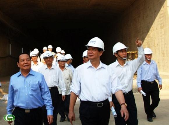 Thủ tướng Nguyễn Tấn Dũng thị sát hầm Thủ Thiêm