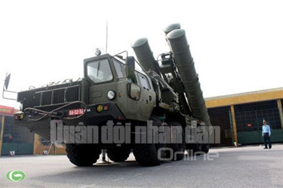 Với hỏa lực mạnh, độ chính xác cao, khả năng chống nhiễu tốt, tên lửa S-300 là vũ khí hiệu quả nhằm chống lại các cuộc tấn công đường không và tập kích đường không của địch.