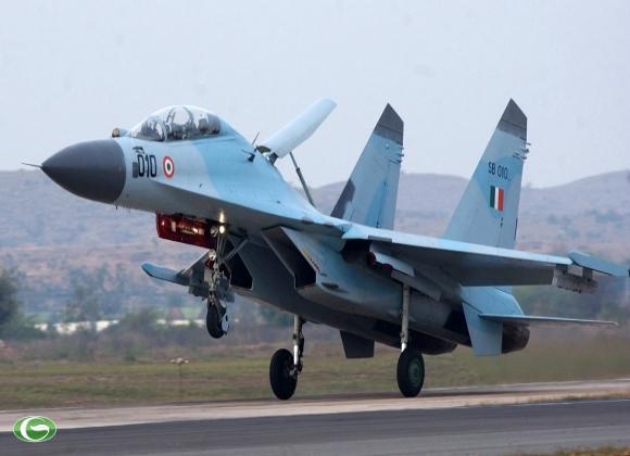Tiêm kích Su-30K cất cánh.
