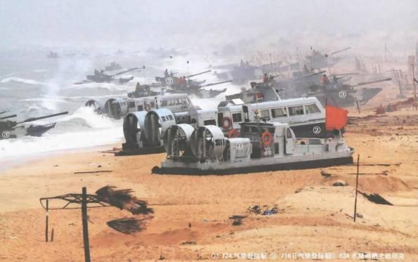 Tàu đổ bộ đệm khí lớp 724 và 716 cùng với xe thiết giáp lưỡng thê ZTS-63A của Hải quân đánh bộ Trung Quốc đổ bộ lên bờ