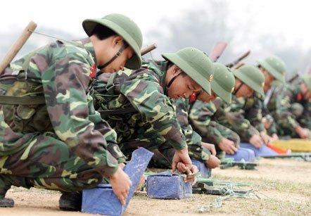 Bộ đội công binh luyện gói, đánh bộc phá