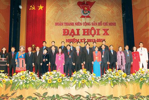 Tổng bí thư Nguyễn Phú Trọng, Chủ tịch nước Trương Tấn Sang, Thủ tướng Nguyễn Tấn Dũng, Chủ tịch QHNguyễn Sinh Hùng cùng đại biểu Đại hội Đoàn lần thứ 10 - Ảnh: TTXVN