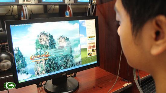 Game thủ chơi game Chinh Đồ 2.0 tại một tiệm Internet ở Q.Tân Bình, TP.HCM chiều 18-12