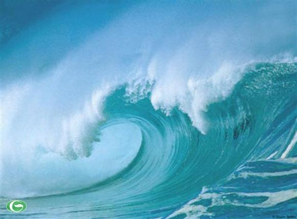 Lòng yêu nước mạnh mẽ như những con sóng cả quật khởi.