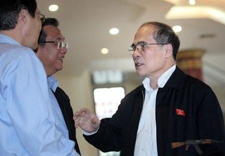 Chủ tịch QH Nguyễn Sinh Hùng: Bỏ phiếu tín nhiệm phải dựa vào sự ủy thác của dân. Ảnh: Lê Anh Dũng