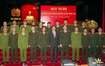 Thủ tướng Nguyễn Tẫn Dũng chụp ảnh chung với đại biểu tham dự Hội nghị. Ảnh: VGP/Nhật Bắc