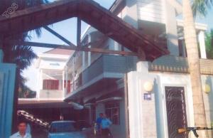 Cổng chính ngôi nhà 1108