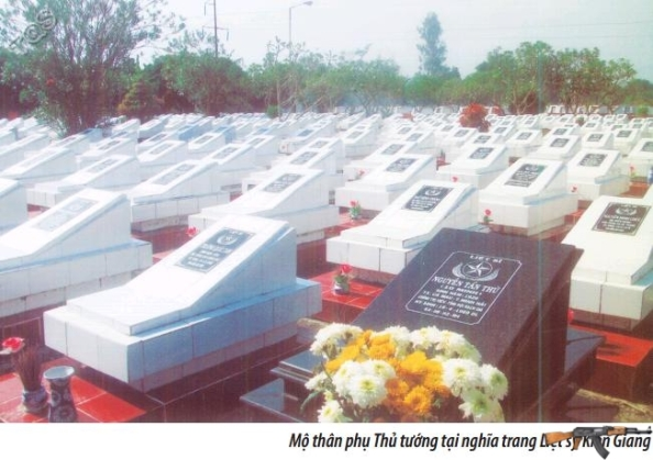 Mộ thân phụ Thủ tướng Nguyễn Tấn Dũng tại nghĩa trang liệt sỹ Kiên Giang