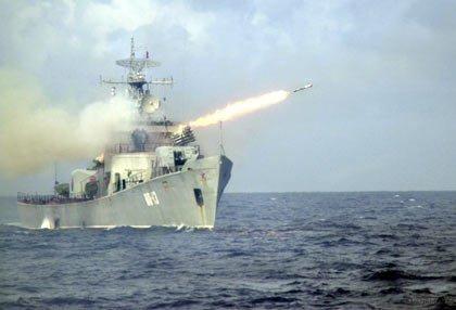 Tàu tên lửa Hải quân Việt Nam tập bắn đạn thật. Ảnh: Nguyễn Xuân Cường